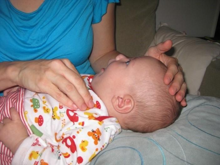 ایجاد ارتعاش و ویبره با دست بر روی قفسه سینه